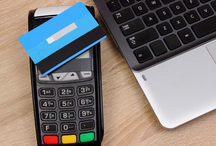 信用卡的钱怎么转到储蓄卡?用这款app让手机变pos机:卡德世界app。