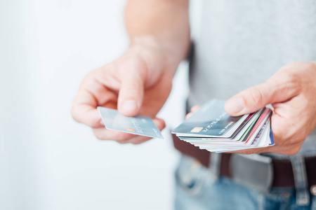 信用卡代还app大平台【代还信用卡就得使用大平台】