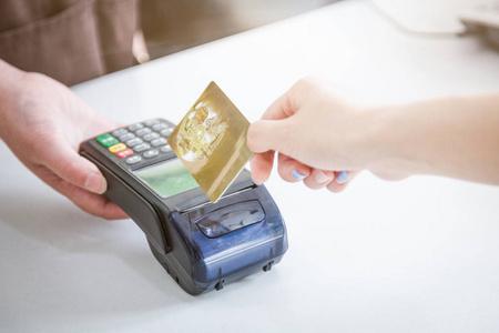 手机软件把自己的信用卡钱刷出来的方法